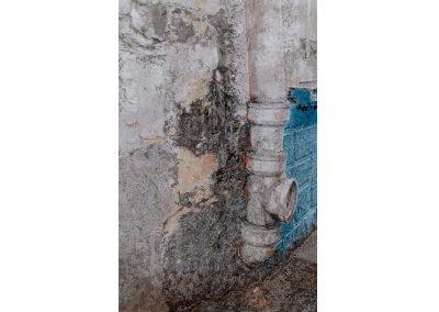 Bas d'immeuble – 2019 – Acrylique sur papier marouflé sur bois – 48 x 28,5 cm